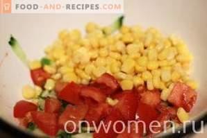 Салата с раци, домати и царевица