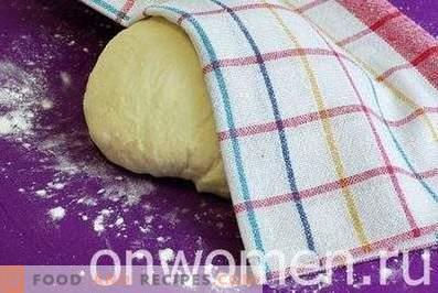 Hefeteig auf Kefir für Kuchen