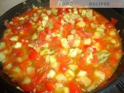 Тиквички, задушени с домати