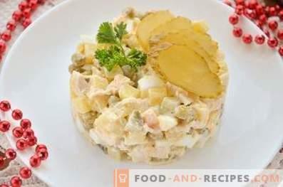 Салата с пиле, яйца и зеленчуци