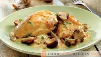 Пиле, задушено в заквасена сметана