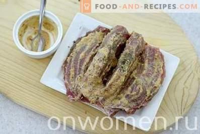 Месо с сушени сини сливи във фурната