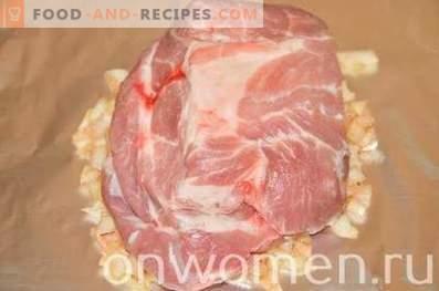 Свински врат, изпечен в лук