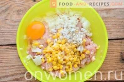 Нарязани пилешки месни питки с царевица