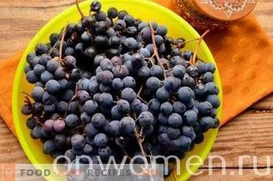 Компот от синьо грозде за зимата