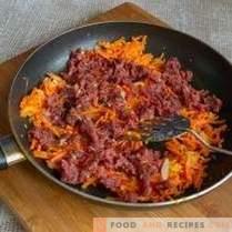 Разбърква се с говеждо месо и зеленчуци за бърза вечеря.